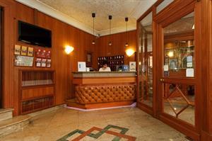 Perfecte locatie! dit comfortabele en gezellige stadshotel is centraal gelegen tegenover de basiliek santa ...