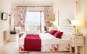 Algemene beschrijving:cala fornells hotel in paguera is bestaat uit 2 gebouwen, verdeeld over 4 verdiepingen ...