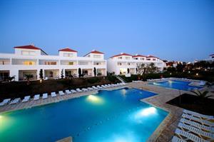 Algemene beschrijving:dit hotel pateo village is gelegen ca. 1,5 km van het zandstrand albufeira beach. de ...