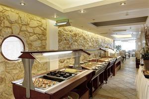 Algemene beschrijving:het hotel indigo mare bevindt zich direct aan een zandstrand. de stad chania ligt op ...