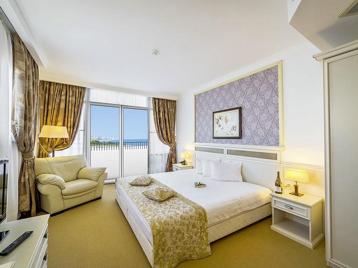 Hotel Helena Sands 3