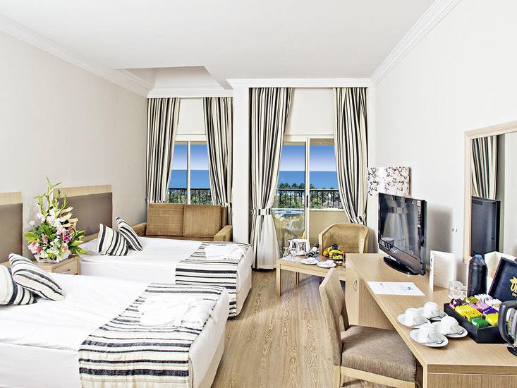 Hotel Crystal Tat Beach 3