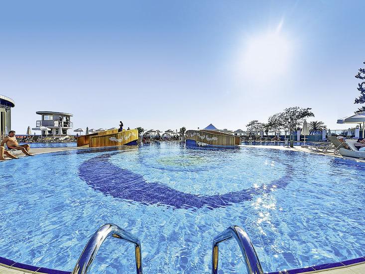 Hotel Azura Deluxe 2