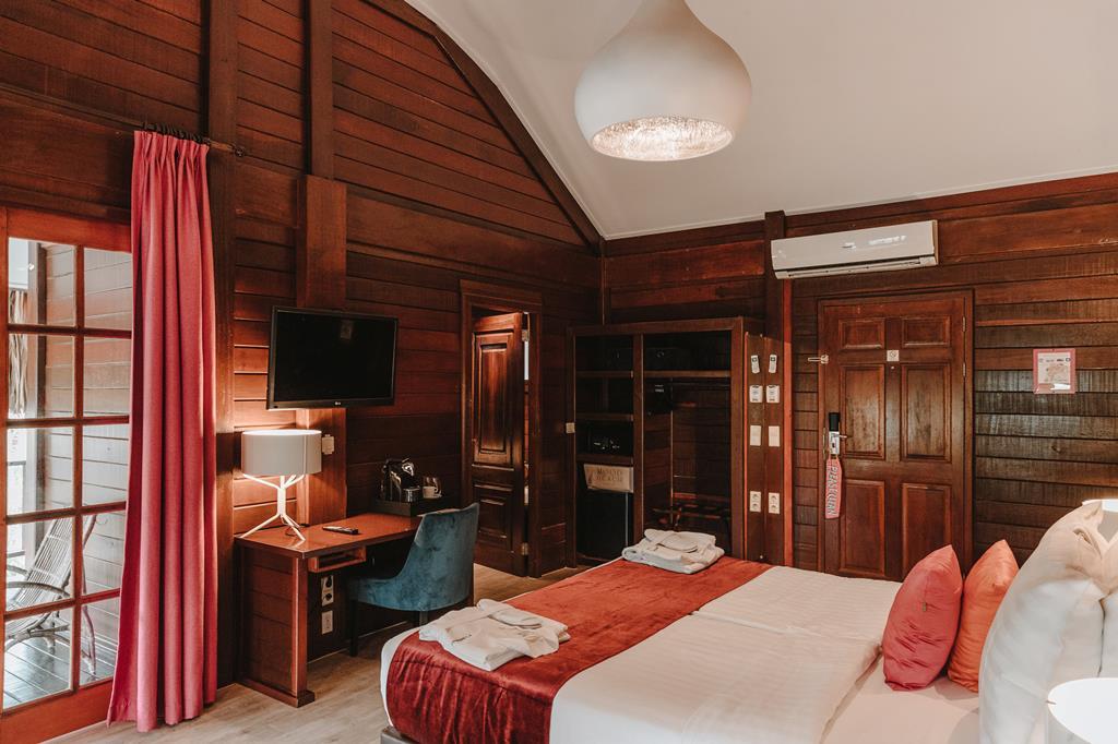 Hotel Van Der Valk Kontiki Beach Resort 2