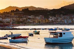 Tysandros (Sicilie), 8 dagen